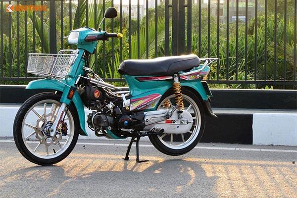 Vào thị trường Việt Nam từ đầu thập niên 90, dòng xe máy Honda Dream II đã trở thành một trong những dòng xe số phổ thông thành công nhất. Không chỉ được những người tiêu dùng Việt Nam ủng hộ, mẫu xe này từ lâu cũng đã được dân chơi xe quan tâm độ lại, trong đó phổ biến nhất là phong cách độ kiểng.