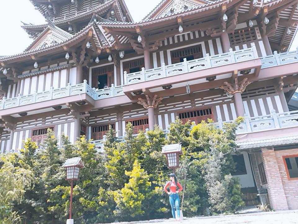 Tu viện Khánh An được xây dựng năm 1905, ban đầu chỉ là một ngôi chùa nhỏ do Tổ sư Trí Hiền xây dựng. Sau nhiều lần bị thực dân Pháp tàn phá, dấu tích chùa có khi chỉ là am nhỏ dựng bằng tre nứa hoặc bằng gạch vữa sơ sài. Đến năm 2006, chùa Khánh An được trùng tu lại với quy mô lớn hơn và được hoàn thiện vào 2016. Sau khi hoàn thiện, ngôi chùa này được đổi tên thành tu viện Khánh An với khu chánh điện được xây dựng 4 tầng bằng vật liệu gỗ và đá
