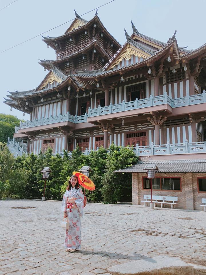 """Nhiều bạn trẻ còn đầu tư trang phục truyền thống của Nhật Bản để chụp ảnh, và nếu check-in và không nói, sẽ ít ai biết được đây là """"tiểu Tokyo"""" của Việt Nam giữa lòng Sài Gòn"""