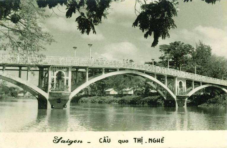Cầu Thị Nghè trên một bưu thiếp ở Sài Gòn trước 1975. Ảnh tư liệu.