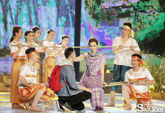 5. Truong Diem- Nhom Nhac Kich Thon Que (3)
