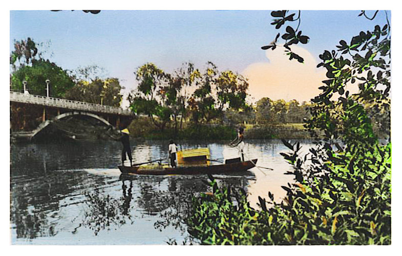Tương truyền, cầu do bà Nguyễn Thị Khánh, con gái quan khâm sai Nguyễn Cửu Vân cho xây vào khoảng năm 1725-1750 để chồng tiện đường qua Sài Gòn làm việc. Ảnh tư liệu.