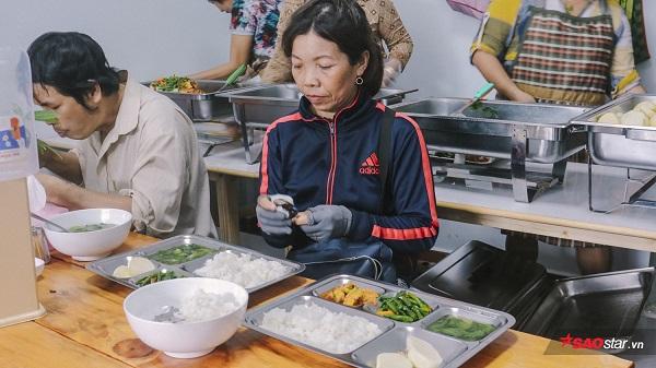 Khay cơm trang trí bắt mắt đảm bảo cho thực khách đặc biệt của quán luôn ngon miệng.