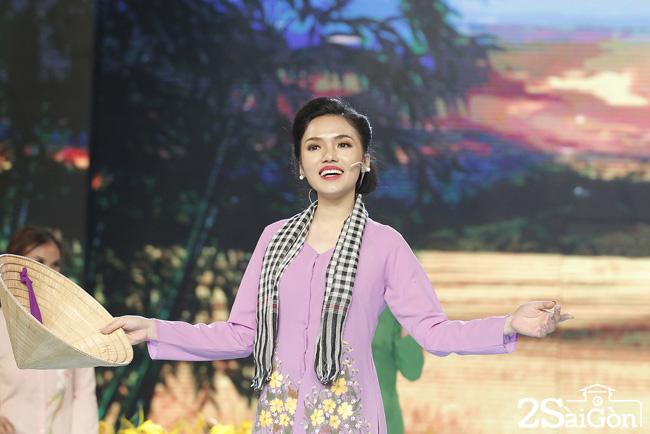 7. Linh Trang - - Nhom Nhac Kich Thon Que (7)