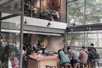 1. The Coffee House Signature: Giới trẻ Sài Gòn đã không còn xa lạ với chuỗi cửa hàng cà phê xinh xắn, bắt mắt và hiện đại của thương hiệu The Coffee House. Nhưng gần đây, các bạn trẻ lại dành nhiều sự ưu ái cho The Coffee House Signature - cửa hàng mới toanh ngay trung tâm quận 3. Vậy ở đây có gì đặc biệt? Ảnh: Instagram caominh.quan.
