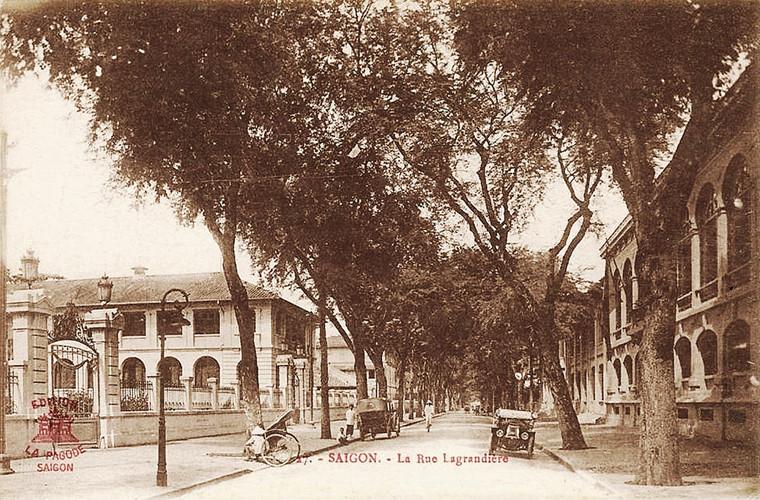 Đường De Lagrandière với Dinh Thượng thư Nội vụ nằm bên trái. Ảnh tư liệu.