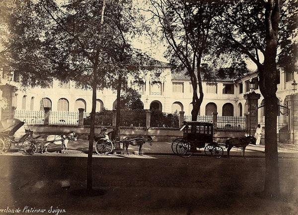 Dinh Thượng thư Nội vụ nhìn từ phía bên kia đường De Lagrandière (nay là đường Lý Tự Trọng), Sài Gòn đầu thế kỷ 20. Ảnh tư liệu.