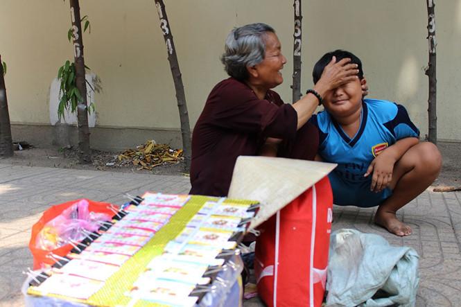 Thiện mắc bệnh từ nhỏ nên bà Tư càng thương yêu cậu bé hơn ẢNH: PHAN ĐỊNH