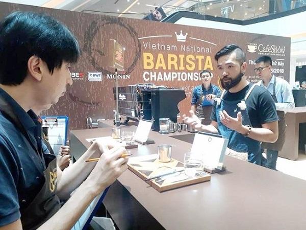 Thi  pha chế cà phê vòng loại trước khi vào vòng chung kết tại Cafe show 2018