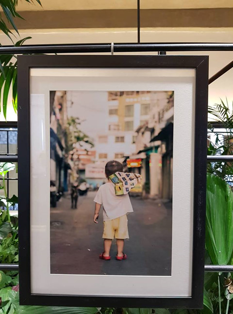 """""""Sài Gòn trong tôi là nơi cư ngụ của rất nhiều mảnh đời tha hương. Cảm ơn Sài Gòn vì đã luôn yêu thương, che chở và cho tôi hy vọng về một nơi mà tôi có thể xem như nhà"""", trích một dòng cảm tưởng để lại tại triển lãm"""