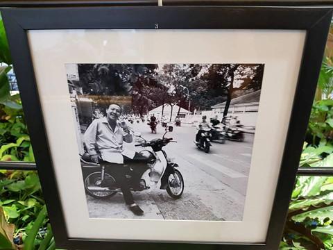 """""""Một Sài Gòn muôn màu, muôn vẻ với nhiều con đường, góc phố, nhiều mảnh đời khác nhau..."""", một người xem để lại cảm tưởng"""