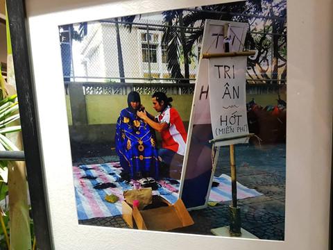 """""""Yêu Sài Gòn vì gắn liền với những năm cấp 3 đẹp đẽ. Sài Gòn đã cho mình gặp những người dễ thương, những điều dễ thương..."""", trích cảm tưởng người xem tại triển lãm"""
