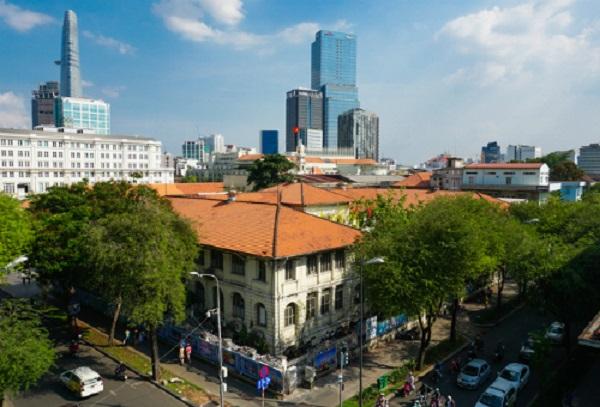 Tòa nhà 59-61 Lý Tự Trọng trước đây từng là Dinh Thượng Thơ. Ảnh: Quỳnh Trần.