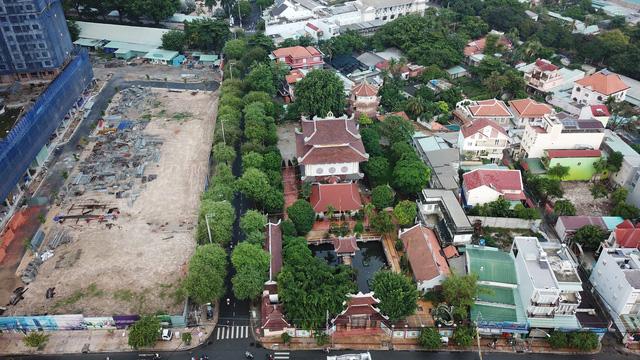 """Năm 1958, hòa thượng Thích Trí Dũng và các tăng ni của mình đã dựng nên """"phiên bản"""" chùa Một Cột ở Sài Gòn."""