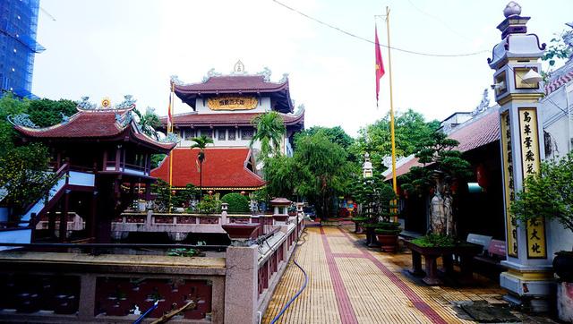 Khuôn viên chùa thoáng mát, yên tĩnh.