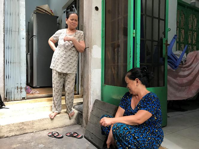 Những câu chuyện được kể lại từ những người dân sinh sống lâu năm trong khu Cống Bà Xếp ẢNH: LƯU TRÂN