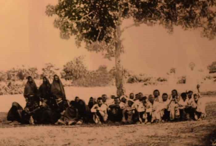 Những lưu dân miền Trung (người Chăm) đến định cư tại Sài Gòn - Gia Định.