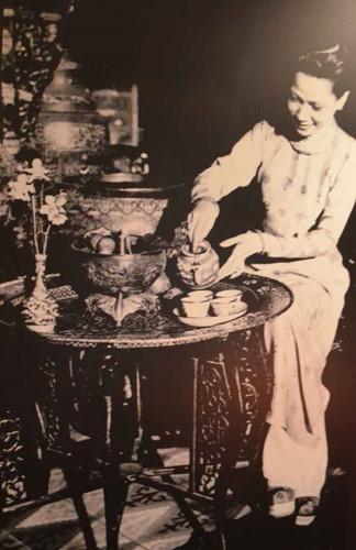 Cuối thế kỷ XIX, người dân Sài Gòn - Gia Đình mặc dù chịu tác động mạnh mẽ của văn hóa Phương Tây nhưng trong sinh hoạt vẫn đậm nét dân tộc