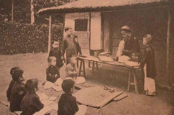 Cảnh học chữ những ngày đầu tại Sài Gòn.