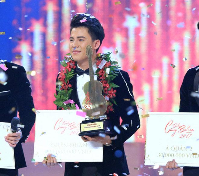 Với chất giọng nội lực, ngoại hình điển trai, sáng sân khấu, con trai nghệ sĩ đường phố Mạnh Nguyên đã chinh phục giám khảo lẫn khán giả xem đài để lên ngôi Quán quân và giành giải thưởng 200 triệu đồng tiền mặt.