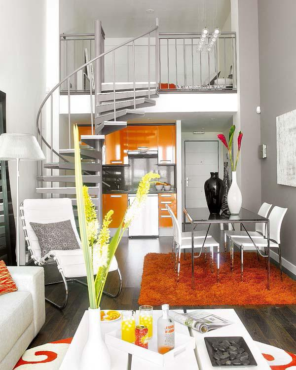 Cầu thang xoắn ốc dẫn lên tầng lửng tạo điểm nhấn cho căn hộ nhỏ xinh.