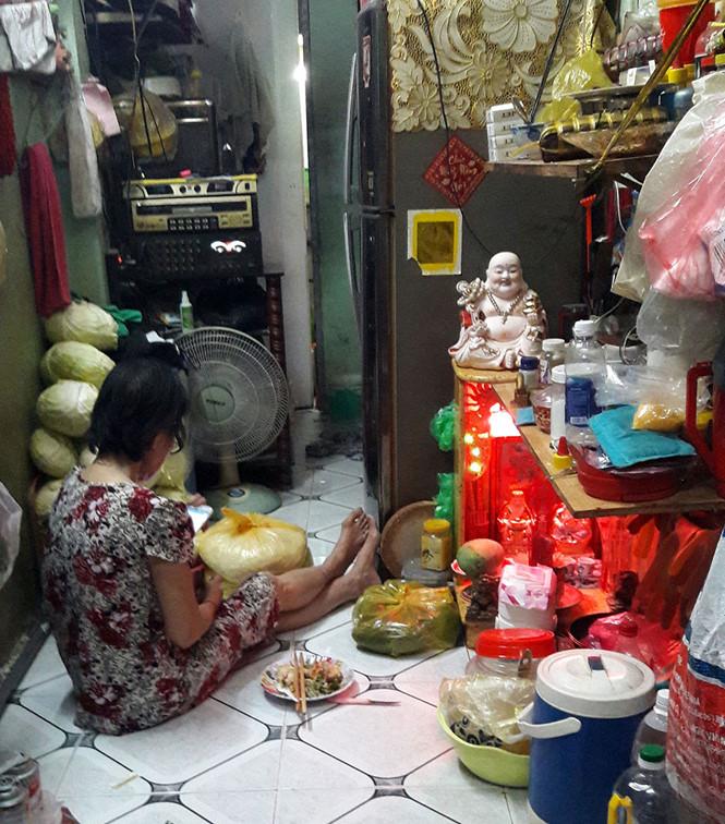 Căn nhà có diện tích 7,5 m2 của một gia đình 12 người ở P.Nguyễn Cư Trinh, Q.1