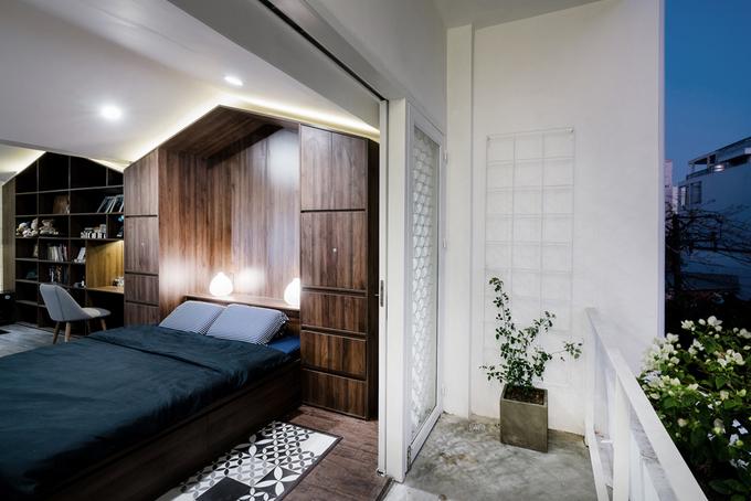 Người thiết kế cũng bố trí những mảng gạch bông tạo điểm nhấn ở các phòng.