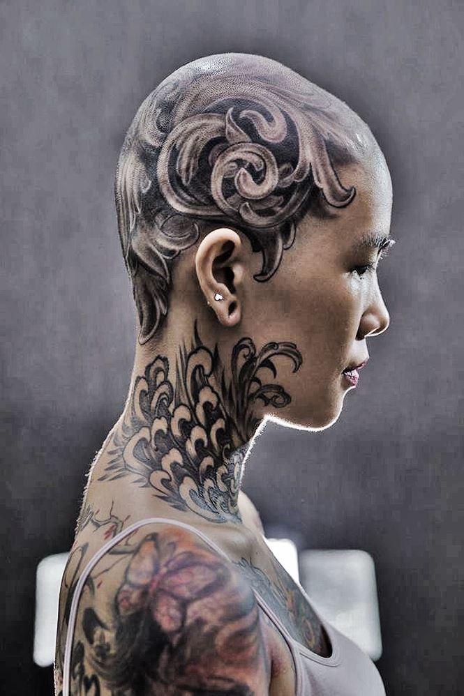 Năm 2017, Phạm Mai từng xuống tóc để xăm trên đầu.