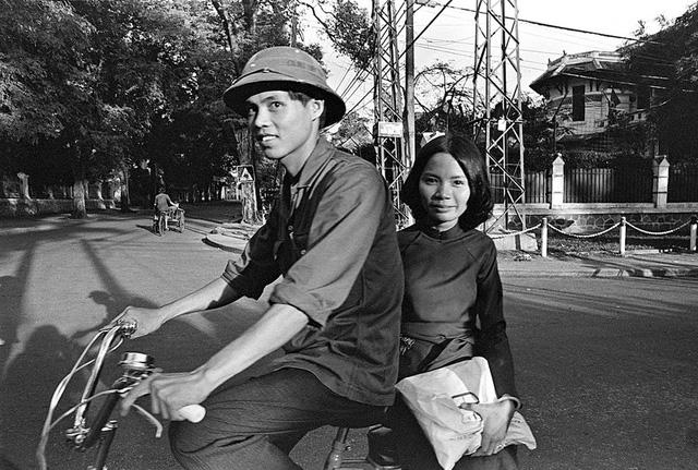 Cặp đôi ở góc đường Võ Văn Tần và Lê Quý Đôn