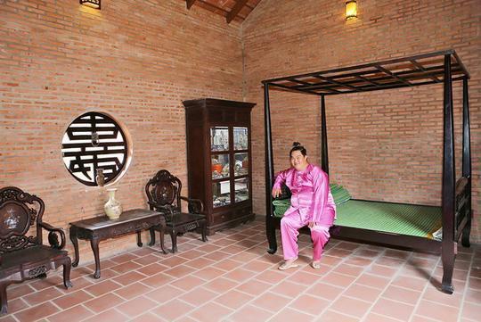 Không gian nghỉ ngơi của diễn viên trong căn nhà thoáng mát.
