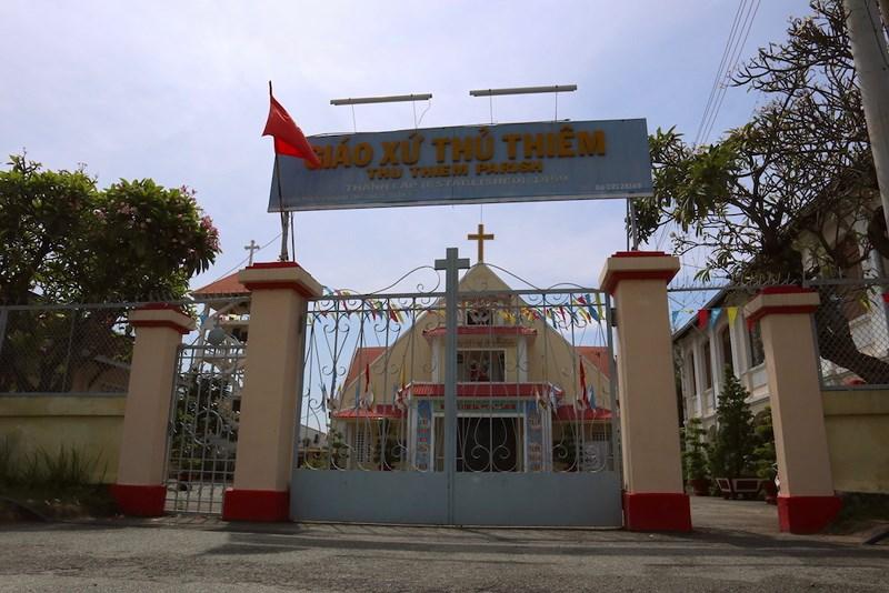Con đường trước giáo xứ Thủ Thiêm vẫn được người dân quen gọi là đường Nhà Thờ. Ảnh: Quỳnh Trang
