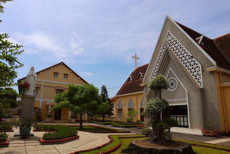 Nhà thờ Thủ Thiêm đánh dấu sự có mặt từ năm 1859. Ảnh: Quỳnh Trang