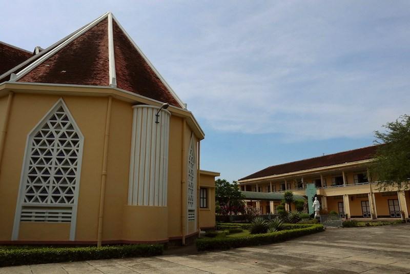 Một góc nhà nguyện và nhà dòng của tu viện Dòng Mến Thánh giá Thủ Thiêm. Ảnh: Quỳnh Trang