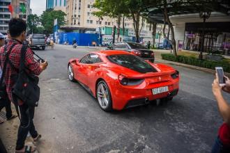 Tuấn Hưng cùng Ferrari 488 GTB góp mặt tại buổi họp mặt đoàn Car & Passion được diễn ra tại Sài Gòn.