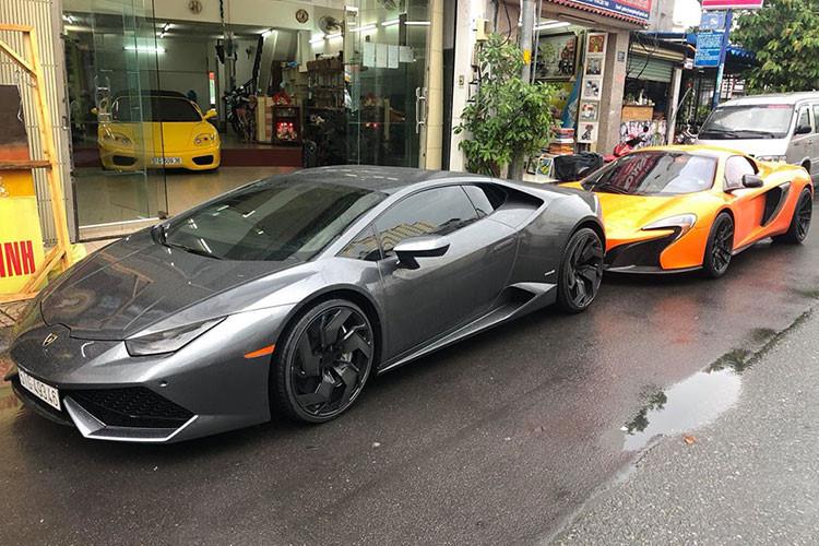 """Không chỉ độ mâm, chủ nhân cũ của chiếc siêu xe McLaren 650S Spider màu cam tại TP HCM này còn chú ý đến """"tiếng thở"""" của xe nên đã trang bị ống xả độ của hãng IPE. Đây là một hãng độ ống xả khá được các chủ nhân chơi siêu xe tại Việt Nam ưa chuộng."""