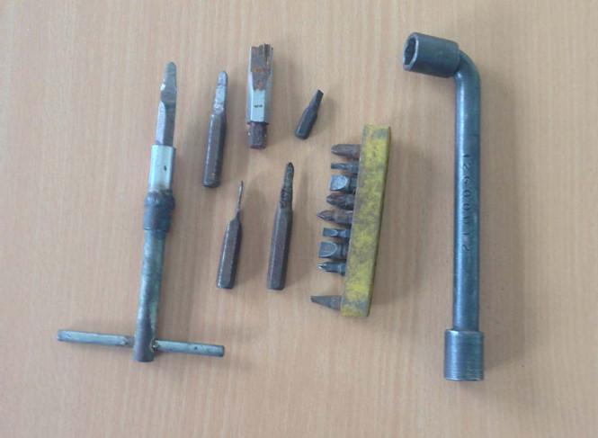 """Đoản (hay còn gọi là khóa lục giác) là dụng cụ """"hành nghề"""" thường xuyên của những tên trộm cắp xe máy ẢNH: PHƯƠNG NAM"""