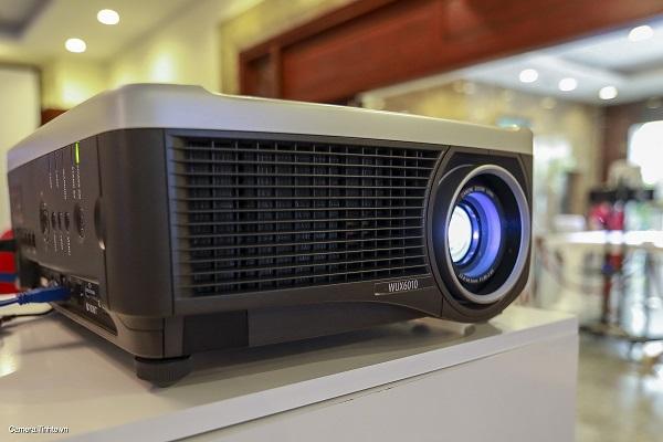 Máy chiếu đại sảnh WXU6010 giá: 249.000.000VND