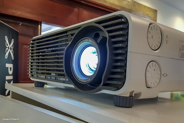 Máy chiếu REALiS WU-X500 với giá 190.600.000VND