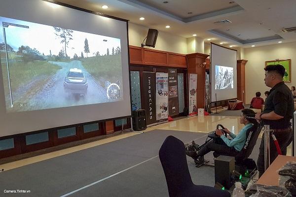 Khu vực game console với trải nghiệm chơi game trên màn hình lớn.