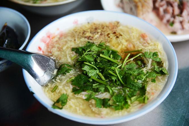 Tô súp cua tràn đầy, thơm ngon… ẢNH: HOÀI NHÂN.