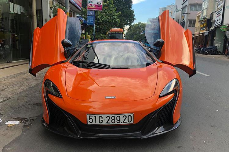 Là phiên bản nâng cấp của dòng MP4-12C trước đó, McLaren 650S Spider được giới thiệu lần đầu tại triển lãm Geneva 2013, với 25% bộ phận mới so với người tiền nhiệm. So với phiên bản coupe, bản McLaren 650S Spider nặng hơn 40 kg. Trọng lượng tổng thể ở mức 1.370 kg.