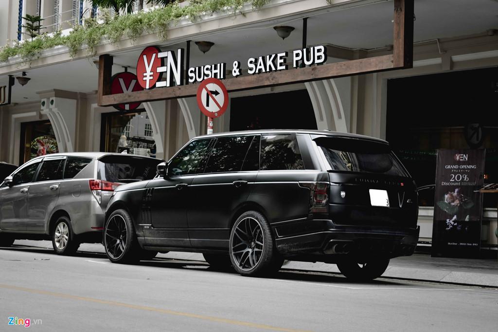 Range Rover LWB là phiên bản trục cơ sở kéo dài, khác biệt so với bản thường nằm ở kích thước khoang nội thất rộng hơn 200 mm. Động cơ vẫn giữ nguyên không có gì thay đổi có dung tích 5.0L sử dụng hệ thống tăng áp kép đạt công suất 510 mã lực. Tại Việt Nam, Range Rover LWB có giá bán gần 10 tỉ đồng.