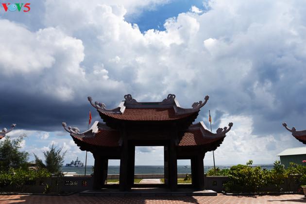 Hiện nay, tại huyện đảo Trường Sa có 5 ngôi chùa là Trường Sa, Linh Sơn, Nam Yết, Song Tử Tây, Sinh Tồn.