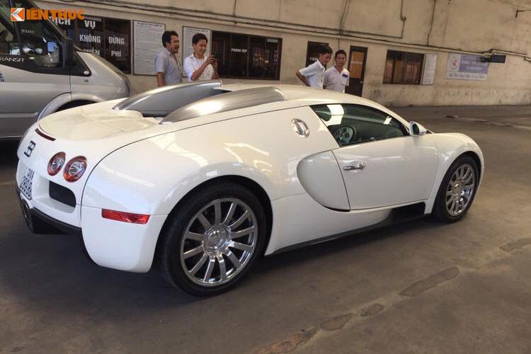 """Lộ trình cũng như địa điểm dừng chân không được tiết lộ, nhưng nhìn vào bảng danh sách """"khủng"""" này có thể khiến giới mê xe choáng váng khi có đến 10 chiếc siêu xe tham dự, trong đó, có sự góp mặt của """"ông hoàng tốc độ"""" Bugatti Veyron độc nhất vô nhị Việt Nam."""