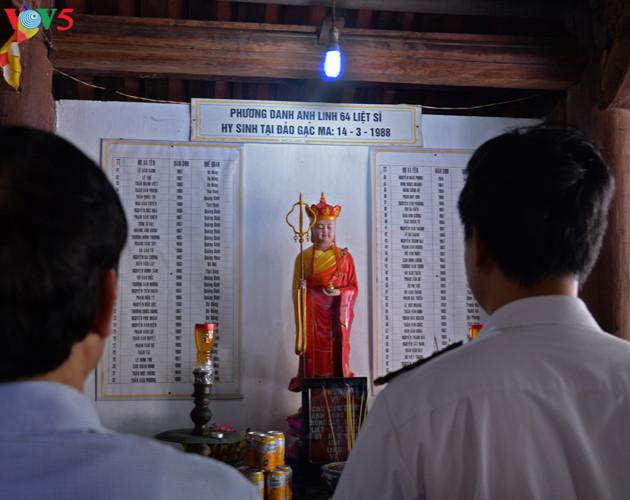 Trong chùa Sinh Tồn còn đặt nơi thờ tự anh linh 64 liệt sĩ đã hy sinh anh dũng trong trận hải chiến Gạc Ma năm 1988.