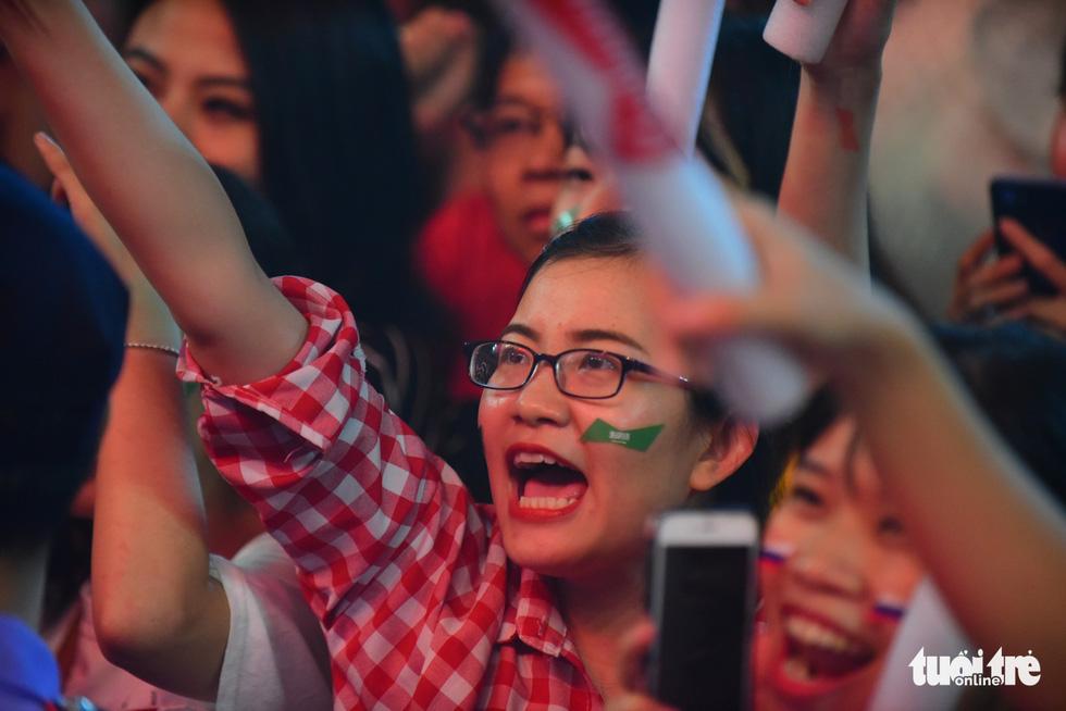 Năm nay, mùa World Cup được các fan nữ cổ vũ rất nhiệt tình - Ảnh: THUẬN KHÁNH