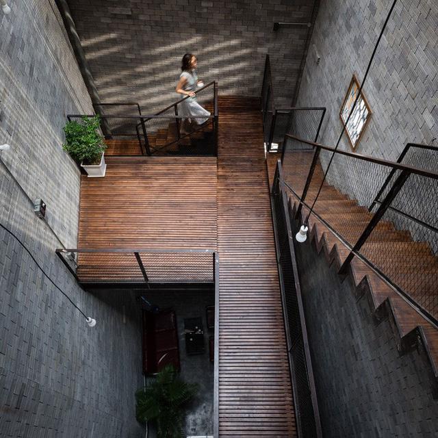 Hệ cầu thang và chiếu nghỉ vô cùng ấn tượng.