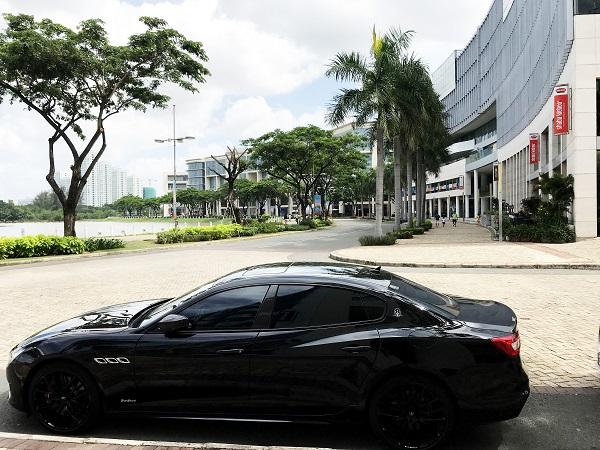 """Một trong những """"khách mời"""" của chương trình  là MaseratiQuattroporte GTSNerrisimo Edition, phiên bản đen huyền bí duy nhất tại Việt Nam với số lượng giới hạn 50 chiếc trên thế giới."""