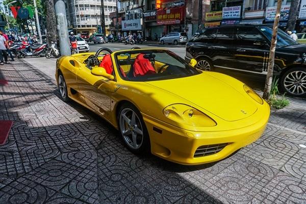 """Ferrari 360 và 360 Spider là một trong những dòng siêu xe đầu tiên được các đại gia đưa về Việt Nam vào năm 2007.    GOOGLE+  CHIA SẺ   EMAIL  LIKE VOV Tin tài trợ   Bị SUY THẬN cuối độ 2, hồng cầu sụt giảm: Tôi đã cải thiện bệnh sau 2 tháng http://suythanman.vn/   ĐAU NGỰC do suy vành không ngừng hành hạ cho tới khi tôi tìm được cách http://suytim.com.vn/   Ai bị VIÊM THANH QUẢN làm đủ cách không đỡ, hãy áp dụng ngay mẹo này http://viemthanhquan.com.vn/   Giải bài toán kháng insulin - kiểm soát tiểu đường khó cũng thành dễ http://www.giamduonghuyet.vn/ BÌNH LUẬN NỘI DUNG  tối thiểu 10 chữ tiếng Việt có dấu không chứa liên kết  Gửi bình luận TIN TỨC Ô TÔ MỚI NHẤT  Nissan Kicks khác lạ trên từng gam màu độc đáo  Nissan Kicks khác lạ trên từng gam màu độc đáo  Những hình ảnh đầu tiên của chiếc Audi Q8 2019  Những hình ảnh đầu tiên của chiếc Audi Q8 2019  Bán 50 chiếc Ford Focus RS chỉ trong vòng 30 phút  Bán 50 chiếc Ford Focus RS chỉ trong vòng 30 phút  Khám phá bảo tàng Lamborghini trưng bày như Đại lộ Danh Vọng  Khám phá bảo tàng Lamborghini trưng bày như Đại lộ Danh Vọng  Siêu xe Lamborghini Gallardo LP570-4 Superleggera tái xuất ở Hà Nội  Siêu xe Lamborghini Gallardo LP570-4 Superleggera tái xuất ở Hà Nội  Mercedes-AMG S63 Coupe mạ crom siêu """"độc""""  Mercedes-AMG S63 Coupe mạ crom siêu """"độc""""  Toyota Sienta phiên bản nâng cấp sẽ ra mắt vào tháng 7/2018  Toyota Sienta phiên bản nâng cấp sẽ ra mắt vào tháng 7/2018  Hyundai nâng cấp Sonata 2018 - Hiện đại hơn, giá tốt hơn  Hyundai nâng cấp Sonata 2018 - Hiện đại hơn, giá tốt hơn  Dodge Challenger SRT Demon 2018 cuối cùng lăn bánh khỏi nhà máy  Dodge Challenger SRT Demon 2018 cuối cùng lăn bánh khỏi nhà máy  Honda CBR1000RR Fireblade SP giá hơn nửa tỷ đồng có gì đặc biệt?  Honda CBR1000RR Fireblade SP giá hơn nửa tỷ đồng có gì đặc biệt?  Top 10 chiếc crossover và SUVs mạnh mẽ nhất năm 2018  Top 10 chiếc crossover và SUVs mạnh mẽ nhất năm 2018  Ảnh: Xe Toyota Land Cruiser bất ngờ thành xe quân sự sát thủ hàng đầu  Ảnh: X"""