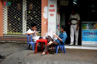 Sài Gòn - Thành phố Hồ Chí Minh được coi là trung tâm báo chí của cả nước. Ở nơi đây hội tụ nhiều tờ báo và tạp chí lớn; có những tờ báo đã vượt ra khỏi phạm vi địa phương có ảnh hưởng lớn trên phạm vi cả nước như Tuổi Trẻ, Pháp luật TP Hồ Chí Minh, Phụ nữ TP Hồ Chí Minh… Ảnh: Uống café buổi sáng và đọc báo là thói quen của nhiều người dân Sài Gòn.